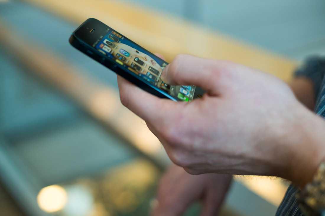 De telefoner som används vid narkotikaaffärer, så kallade säljtelefoner, kan vara värda mycket pengar tack vare kontakterna i dem. Arkivbild.