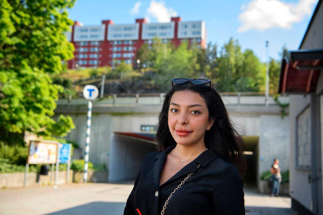 """""""Man ska få bo där man vill"""", säger Safa Al-Kaabi i Norsborgs centrum."""