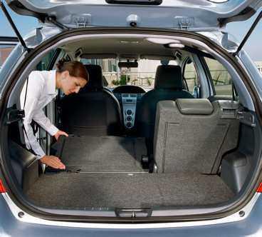 Med fyra personer i bilen får det plats lite bagage – men fäller du fram baksätena kan du plötsligt lasta in mycket.