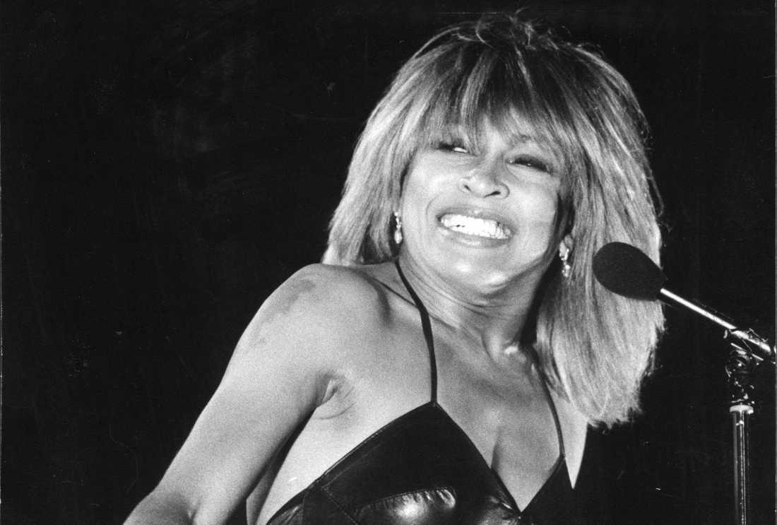 Tina Turner på scen i Stockholm 1983.