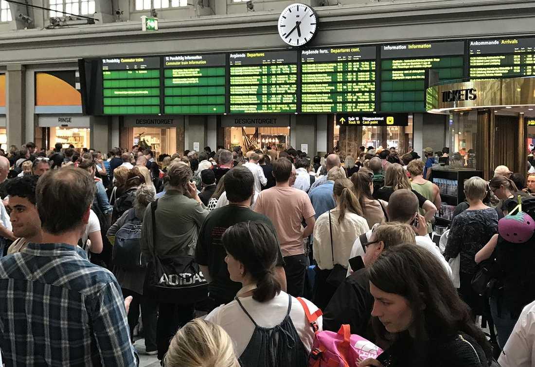 Stockholm Centralstation dagen före midsommarafton.