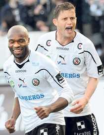 BRA LÄGE Samuel Wowoahs, till vänster, Örebro avancerade till tredje plats i tabellen efter 2–0-vinsten mot Trelleborg.
