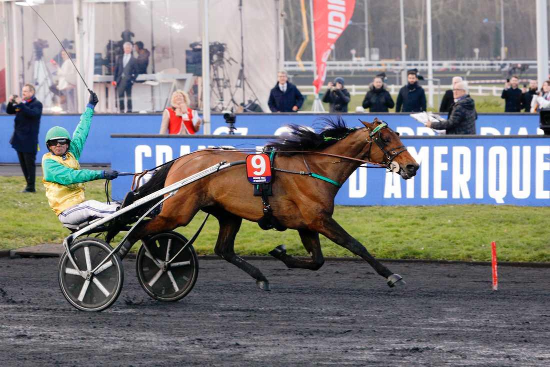 Svenske stjärnkusken Björn Goop vann Prix d'Amérique med Face Time Bourbon på Vincennesbanan i Paris.