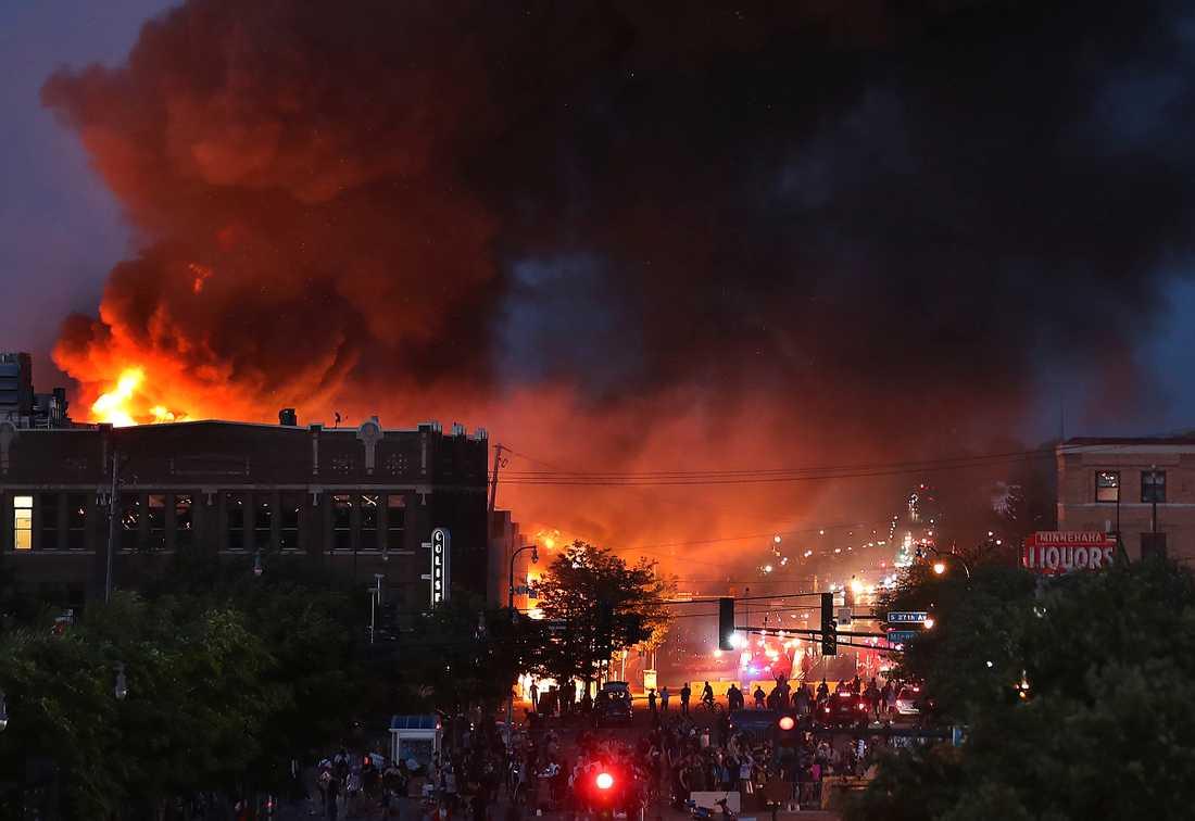 Bränder i Minneapolis under natten till fredagen.