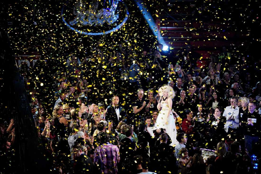 """Hela Globen översvämmades av ett konfettiregn när Amanda framförde vinnarlåten """"All this way""""."""