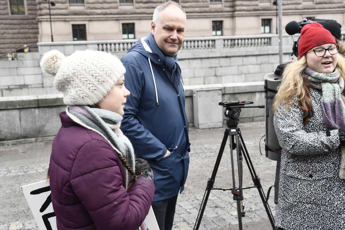 Vänsterpartiets partiledare Jonas Sjöstedt träffade Greta Thunberg vid Myntorget på morgonen.