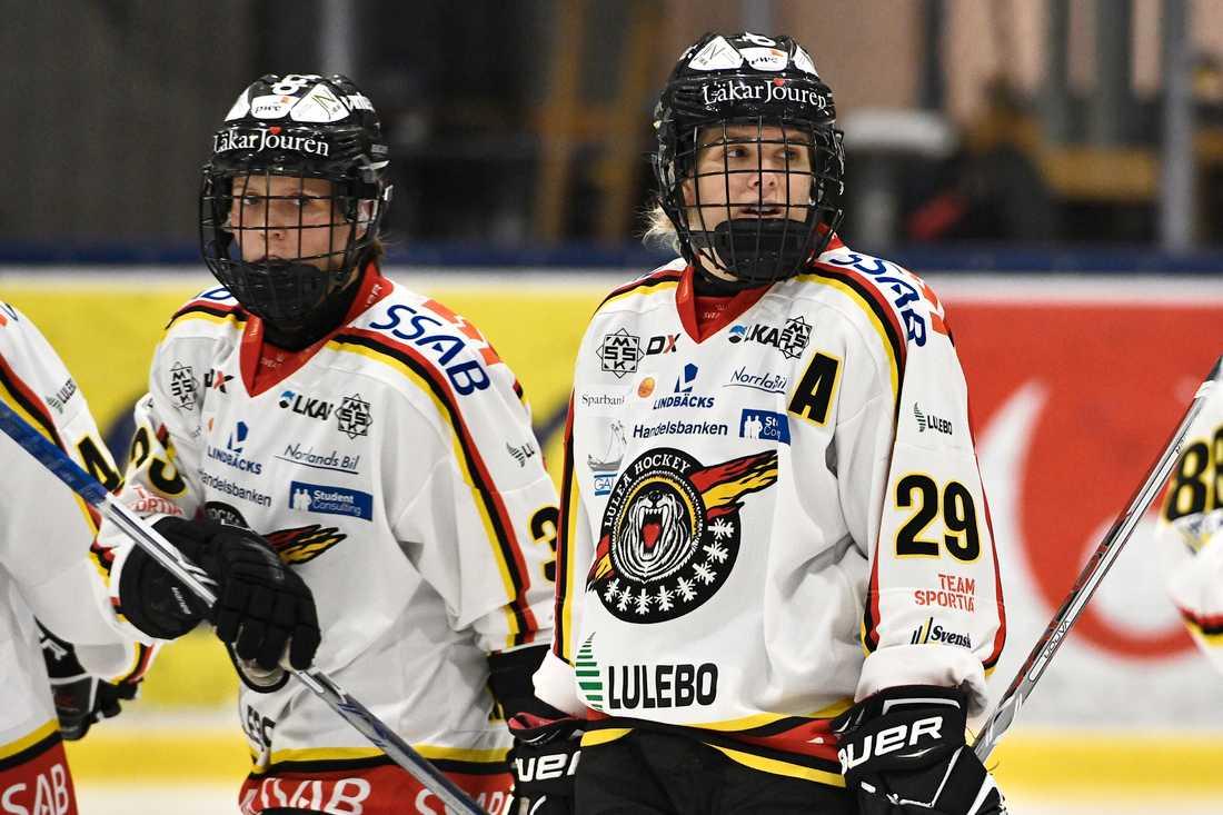 Emma Nordin, till höger, gjorde sitt 28:e mål för säsongen i segermatchen över Brynäs.
