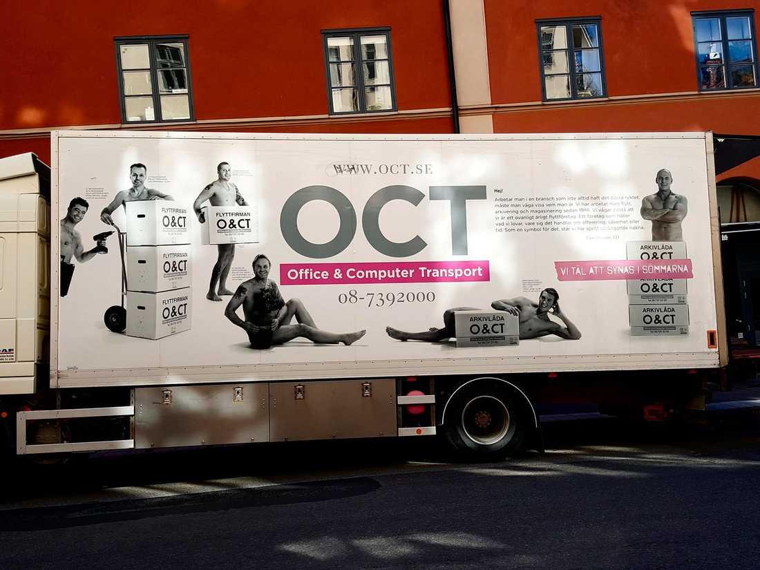 Nu har Puma Swede anmält en flyttfirma som på sina bilar har bilder på nakna män som poserar bakom flyttkartonger och blomkrukor.