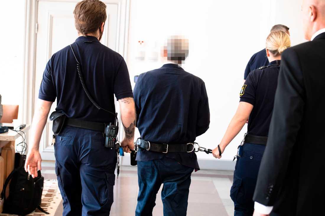 55-åringen är anklagad för korruption, ska ha förskingrat 100 miljoner kronor.