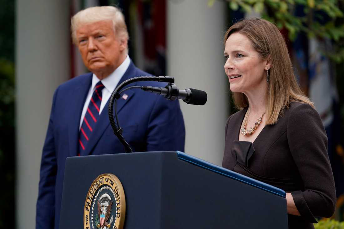 Amy Coney Barrett och Trump.