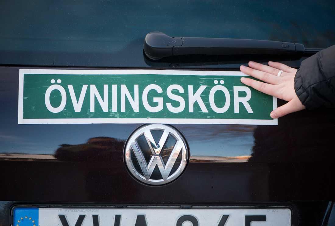 En man misstänks ha haft en svart trafikskola i Karlskrona kommun. Nu åtalas mannen för bland annat bokföringsbrott. Arkivbild.