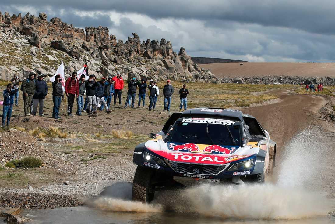 Carlos Sainz straffas i Dakarrallyt körde på Kees Koolen