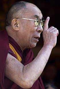 """Dalai Lama höll ett tal och anklagade Kina för att ha gjort Tibet till """"helvetet på jorden""""."""