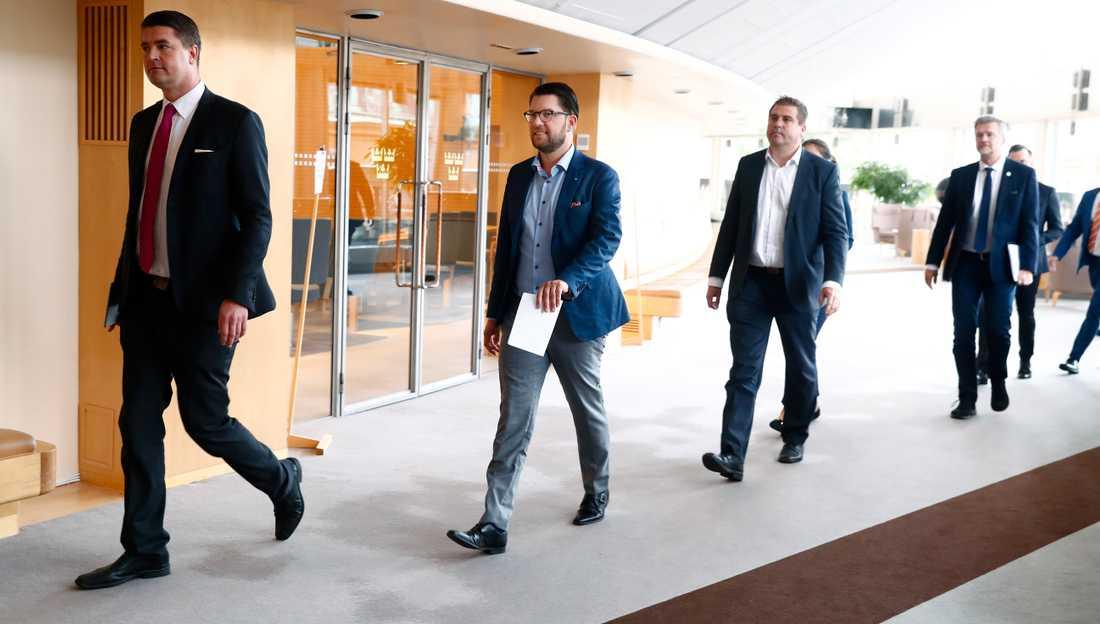 Jimmie Åkesson, partiledare, och Oscar Sjöstedt, ekonomisk-politisk talesperson, presenterar Sverigedemokraternas valmaninfest .