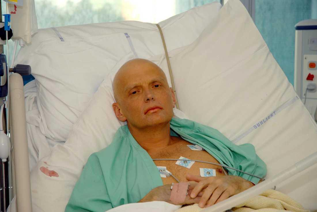 Alexander Litvinenko förgiftades av två ryska underrättelseagenter.