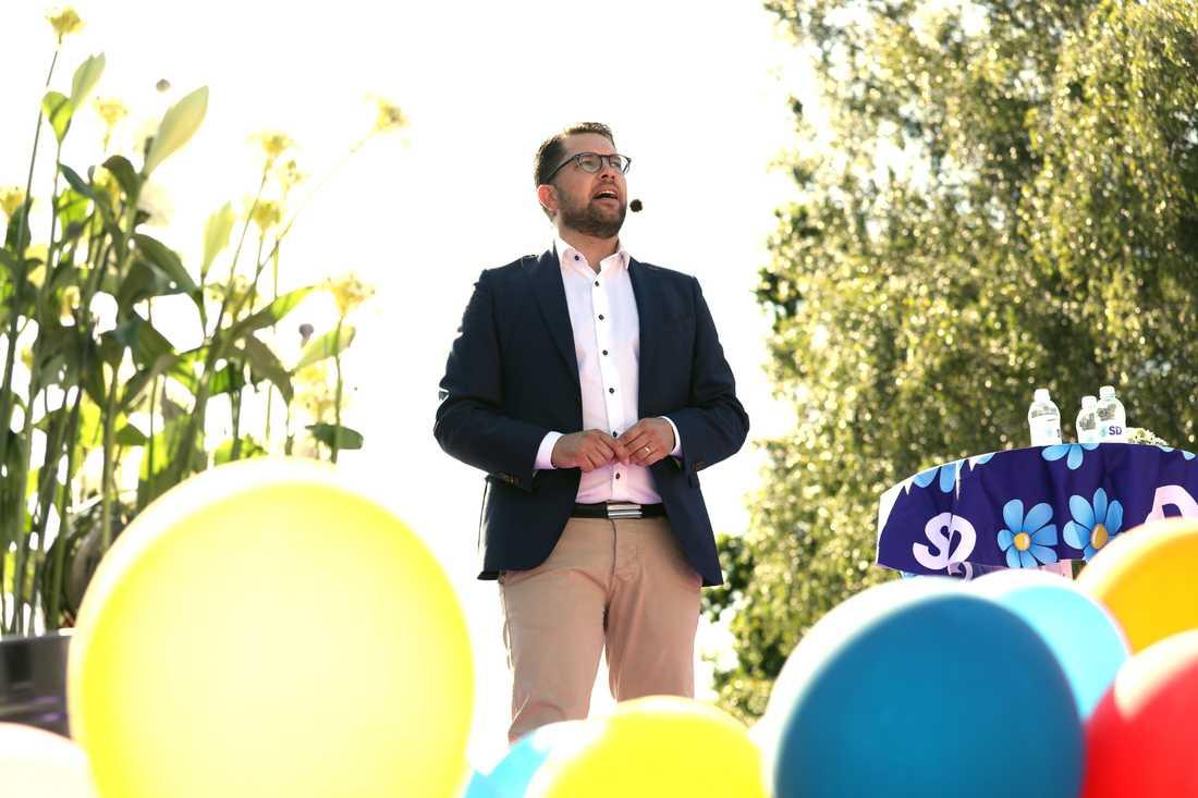 Jimmie Åkesson vill gärna bygga bilden av SD som ett parti som vurmar mer än andra för Sverige utanför städerna.