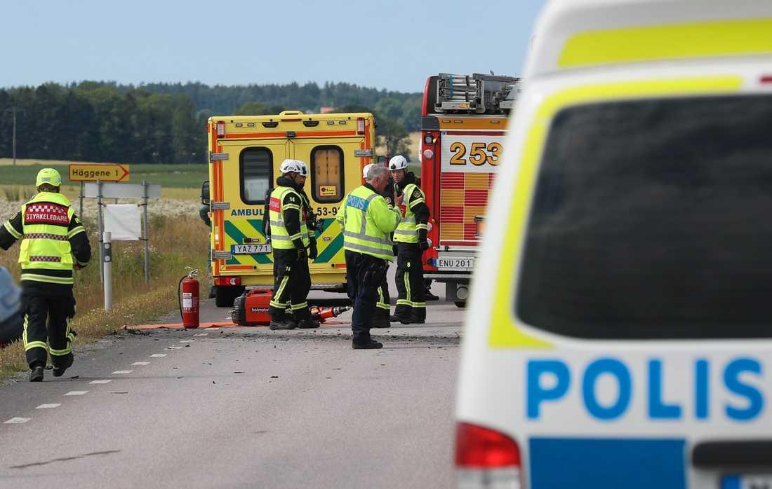 Frontalkrock mellan bil och lastbil på riksväg 44 söder om Lidköping.