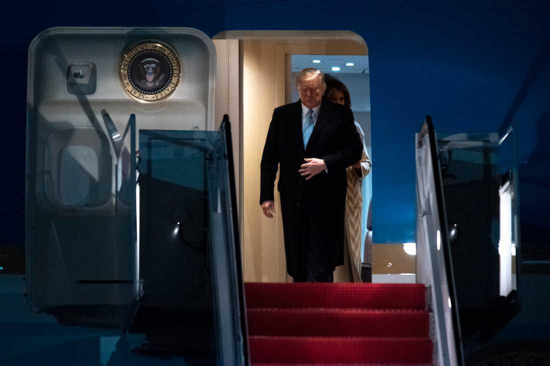 USA:s president Donald Trump lämnar presidentplanet Air Force One på söndagen.