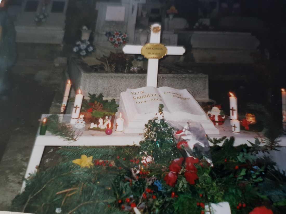 Angelas begravning.