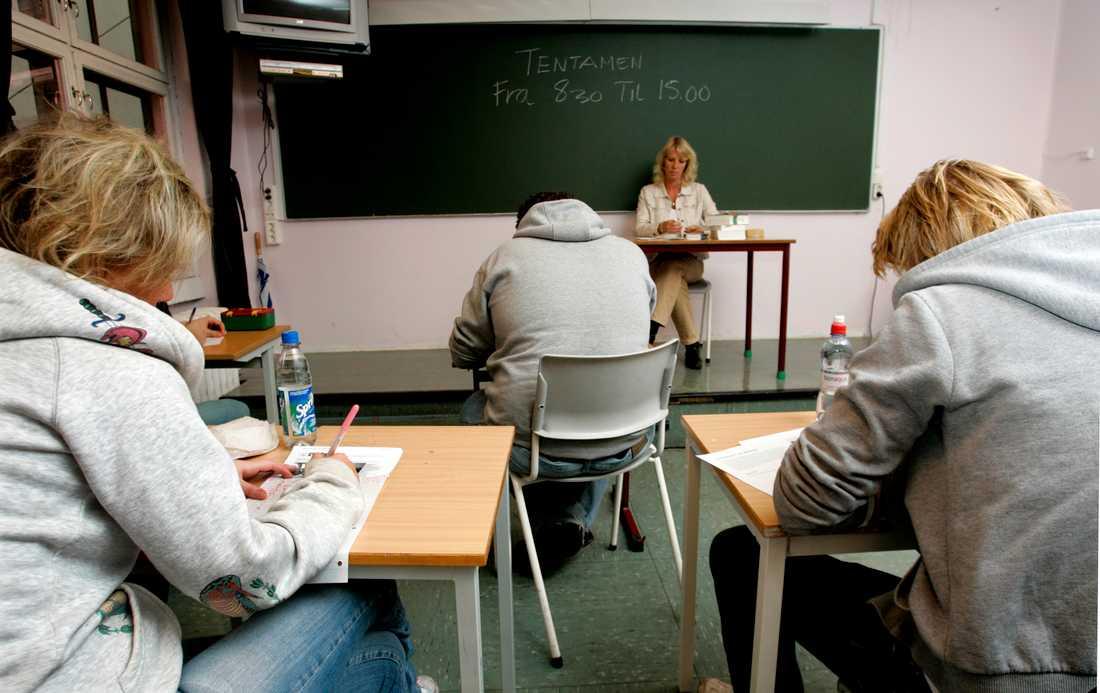 Elever med dyslexi diskrimineras vid nationella prov enligt en elev som stämmer Skolverket. Arkivbild.