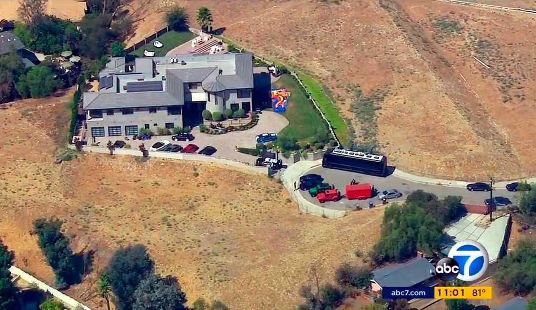 Flygbild över Chris Browns hem i Tarzana, Los Angeles.