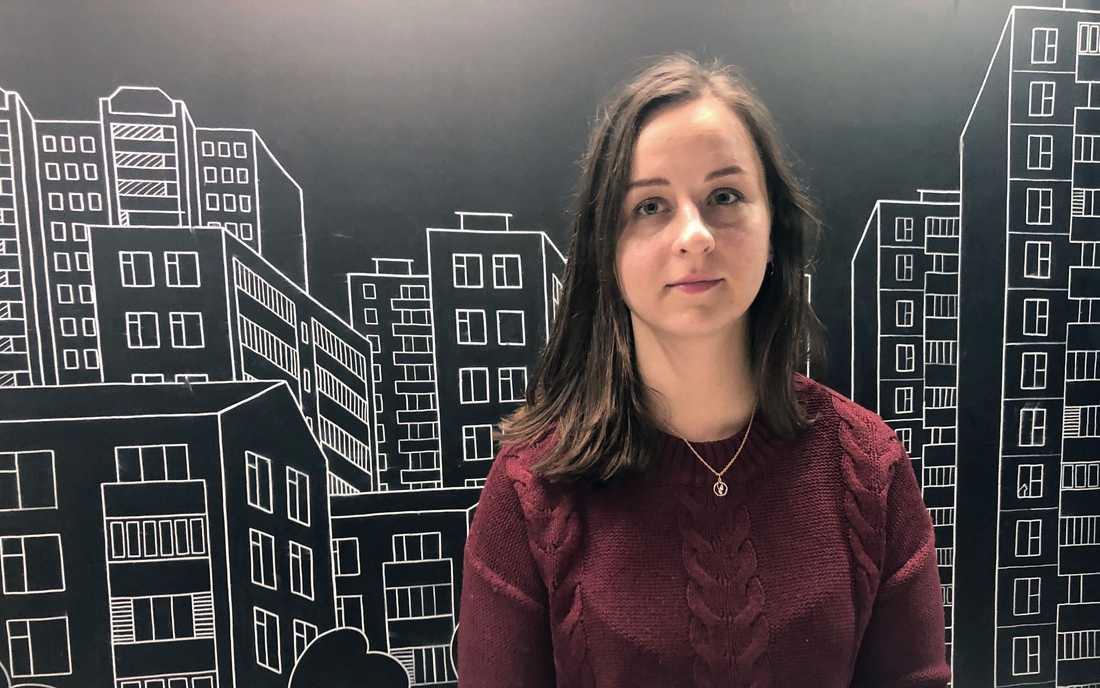 """""""De skrek åt oss att lägga oss på golvet med händerna över huvudet samtidigt som de viftade med sina skjutvapen"""", säger Olga Klitjnikova."""