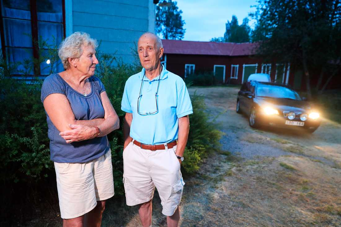 Gunilla och Sture Ericsson lämnar sitt hem i Kårböle.