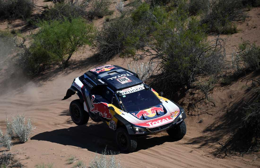 Carlos Sainz en etapp från segern i Dakarrallyt