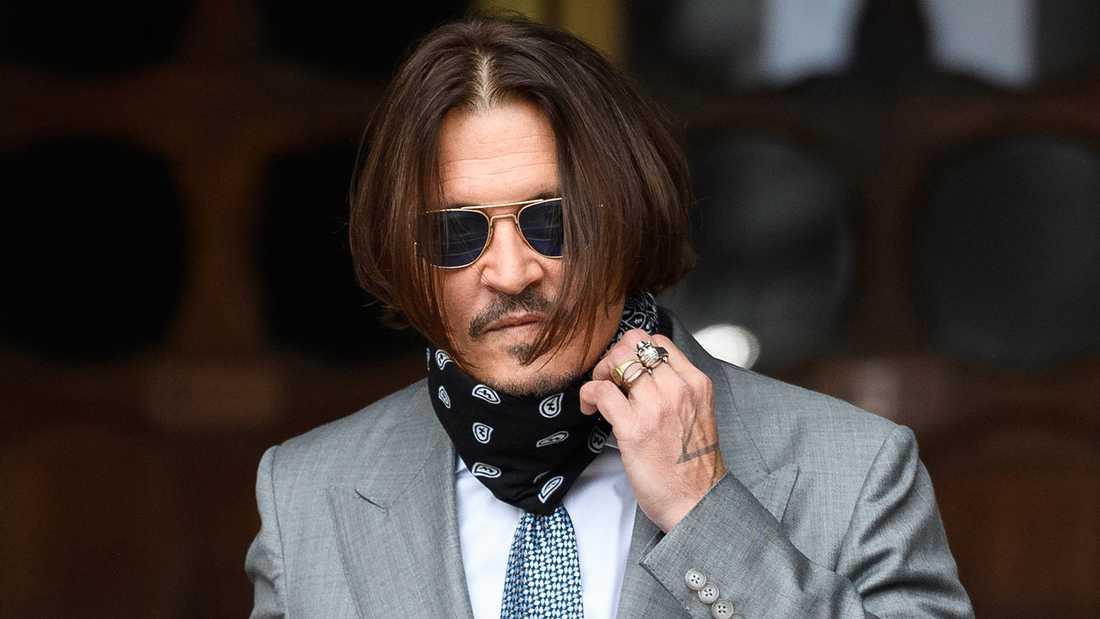 Johnny Depp anländer till domstolen i London under torsdagen.