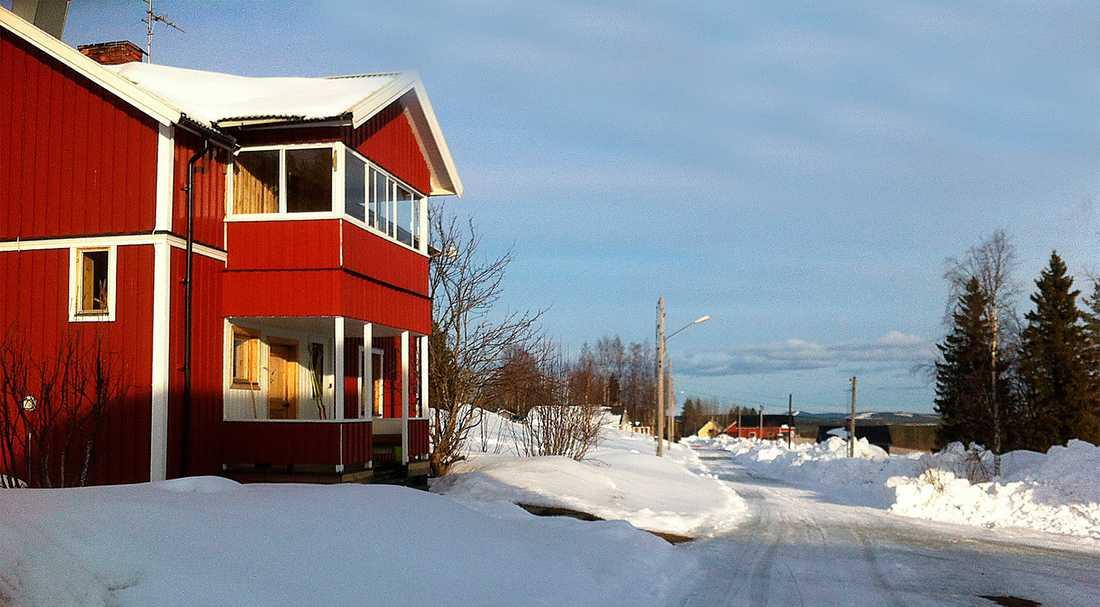 Sara Lidmans boningshus och vägen in mot byn i Missenträsk, Jörns församling i Västerbotten. Foto: Jack Hildén