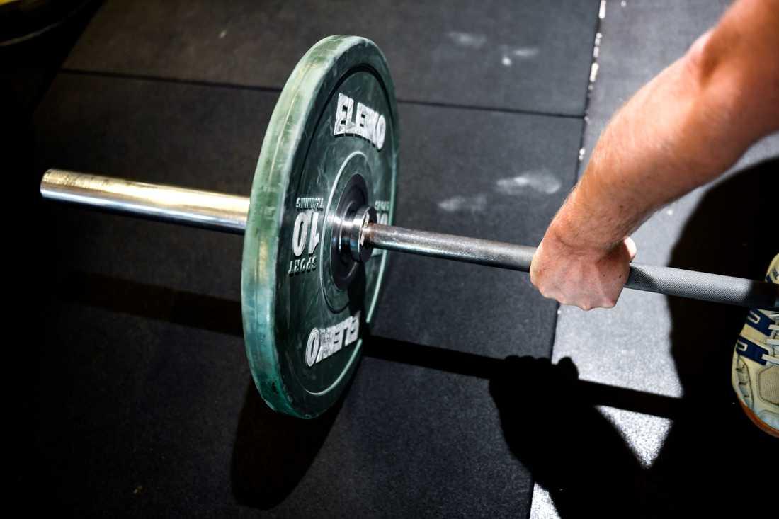 Januari är den månad då flest svenskar besöker gymmen. Marklyft med skivstång, arkivbild.