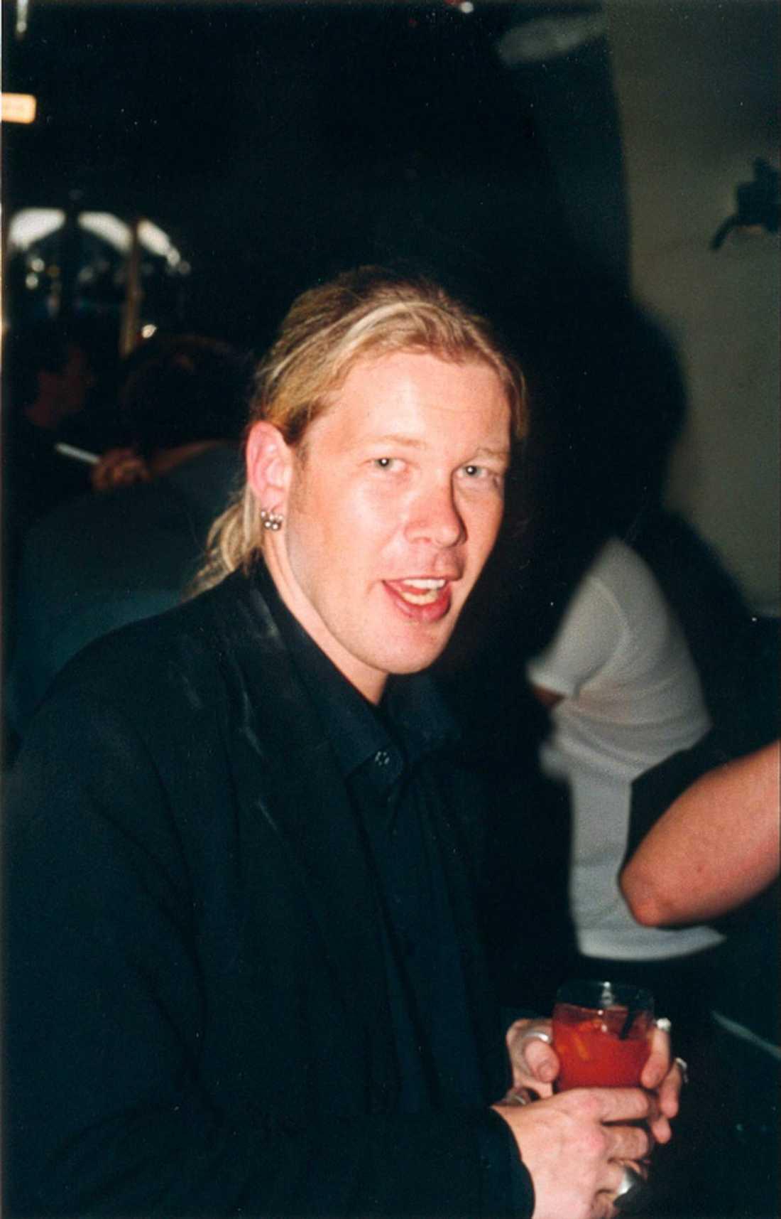 Jan Axelsson, 46, står tillsammans med sin flickvän Angelina Maccarone som ägare till Flashback. Bilden ovan är hämtad från en fest på Kristallen i början av 2000-talet.
