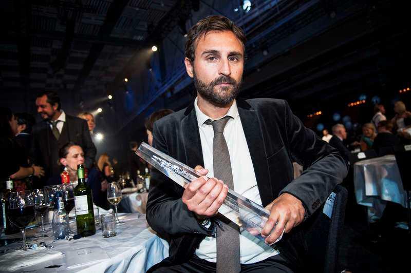 Johar Bendjelloultog emot sin brors pris på Kristallengalan 2014.
