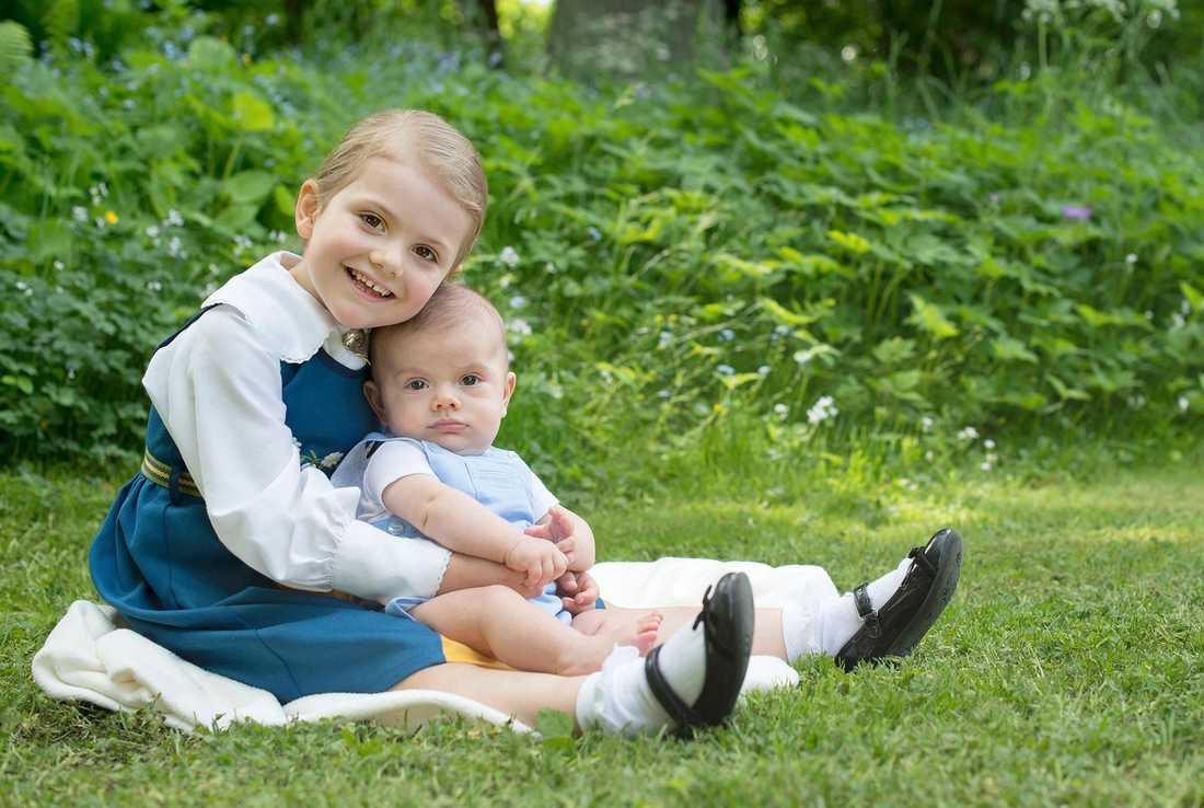 Prinsessan Estelle och lillebror Oscar.