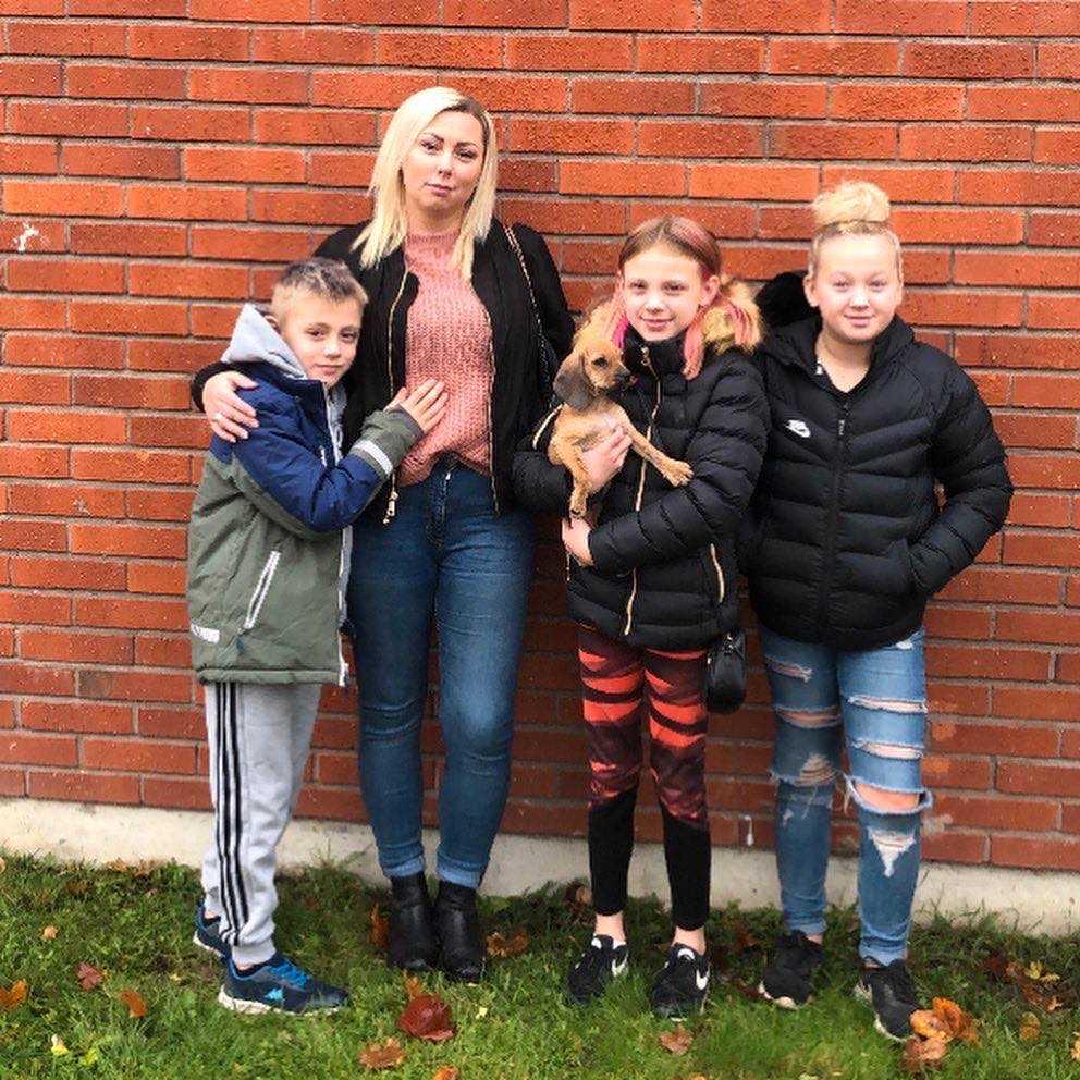 Familjen Nymark: Charlie 7, Carolina, 36, Jennifer med Lycka, 10 och Filippa, 11 (plus pappa Desa som inte är med på bild).