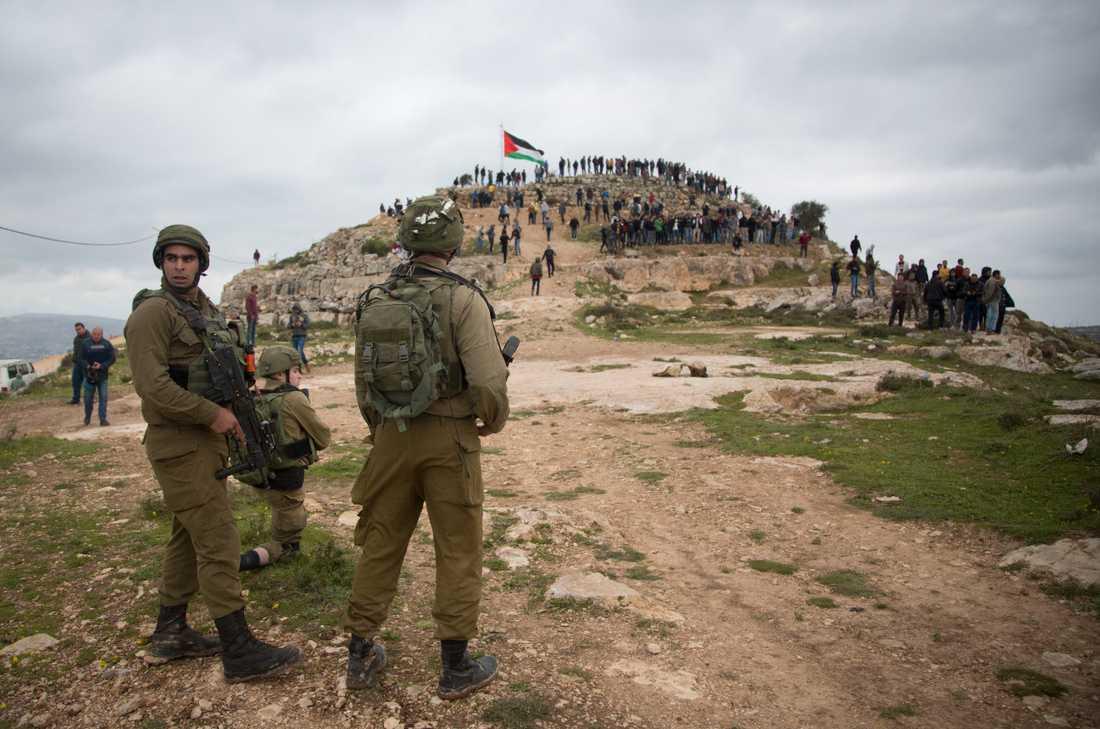 Israeliska soldater vid en palestinsk protest mot annekteringsplanerna i byn Bayta nära Nablus på Västbanken. Arkivbild.