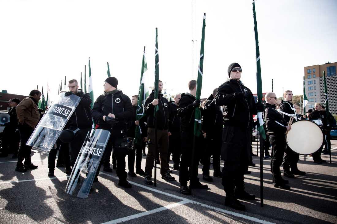 Nordiska motståndsrörelsen förbereder sin demonstration i Göteborg 2017.