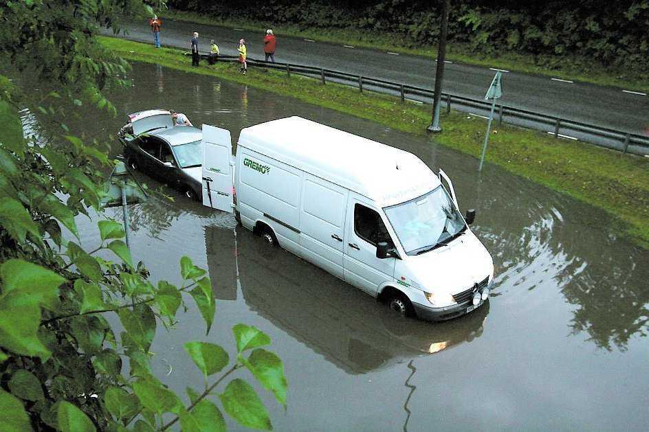 Karlskoga Regnet orsakade stora trafikproblem där det drog fram.