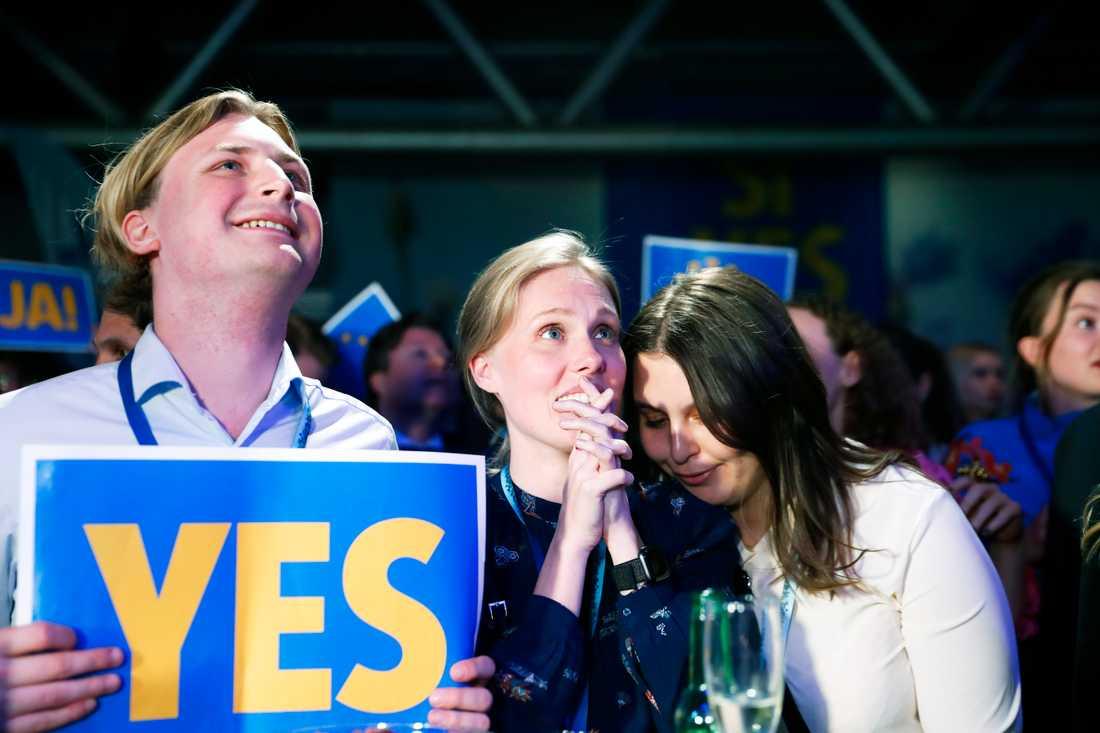 Valresultatet blev en rysare för Liberalerna, som med nöd och näppe tycks klara fyraprocentsspärren.