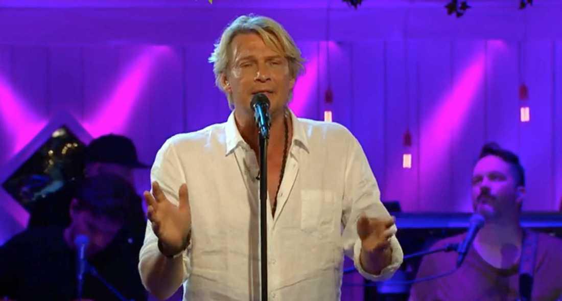 """Tommy Nilsson sjunger """"Ljudlöst och sant"""" ."""