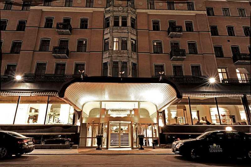 Stämman hålls på Grand hotel.