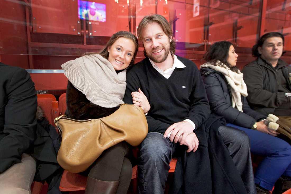 """I februari var paret på """"Oddset hockey games"""". Nu har duon blivit en trio."""