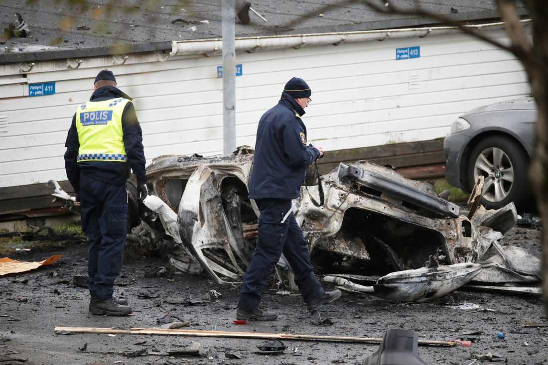 Flera bilar förstördes vid sprängningen i Landvetter i november. Nu har fler misstänkta gripits. Arkivbild.