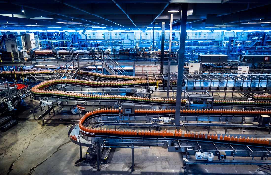 I Jordbro producerar Coca-Cola 1,4 miljoner liter dryck varje dag.