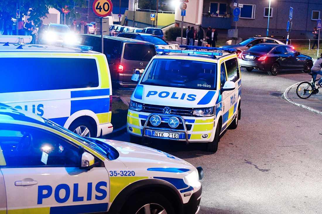 Ett av vapnen användes då en man i 20-årsåldern sköts ihjäl i Tensta