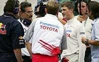 Omskakad. Ralf Schumacher klev ur sin totalkvaddade Toyota till synes oskadd.
