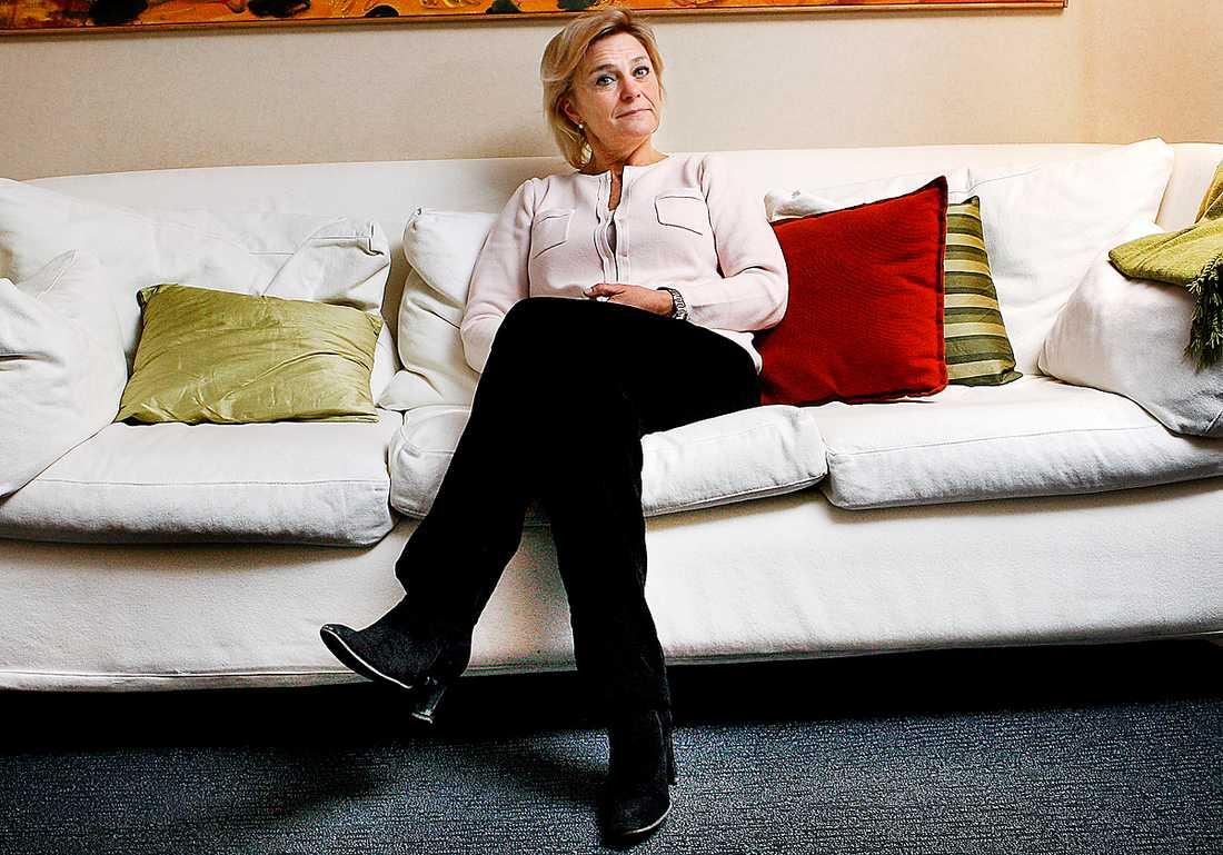 """Vill ändra reglerna I Tyskland kommer man 2013 införa en """"hushållsavgift"""" för public service–oavsett vilken teknisk utrustning man använder. Nu vill Eva Hamilton att regeringen tittar på något liknande för Sverige."""