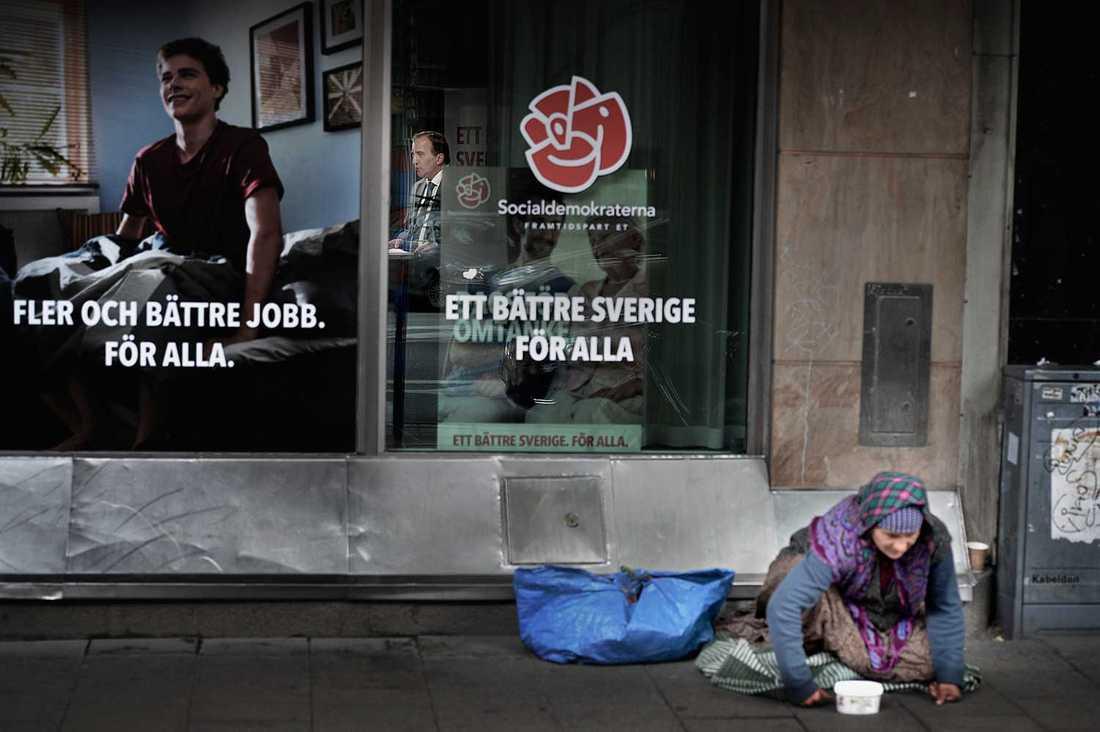 Tiggare kan tvingas betala upp till 2000 kronor för att sitta på gatan och tigga. (Bilden har inget samband med artikeln.)