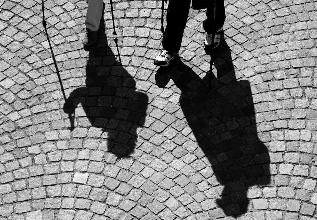 En halvtimmes promenad om dagen minskar risken för att drabbas av en allvarlig stroke. Arkivbild.