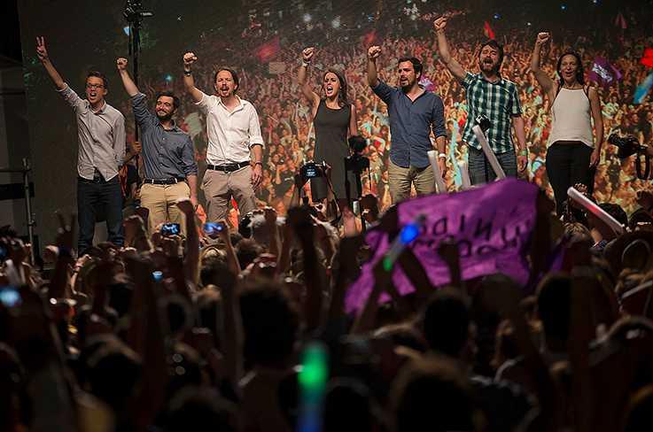 Partitoppen för Podemos, spanska gräsrotsrörelsen som blev en politisk rörelse, jublar efter valet 2016.